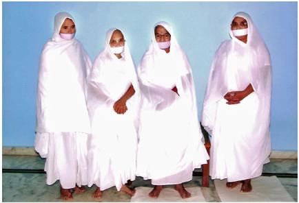 Female Śvētāmbara followers, image courtesy of http://www.herenow4u.net.Śvētāmbara followers, image courtesy of Britannica.