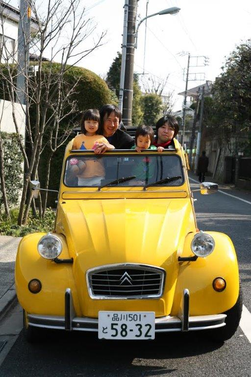The Tezuka family in their 1984 Citroën Deux Chevaux.
