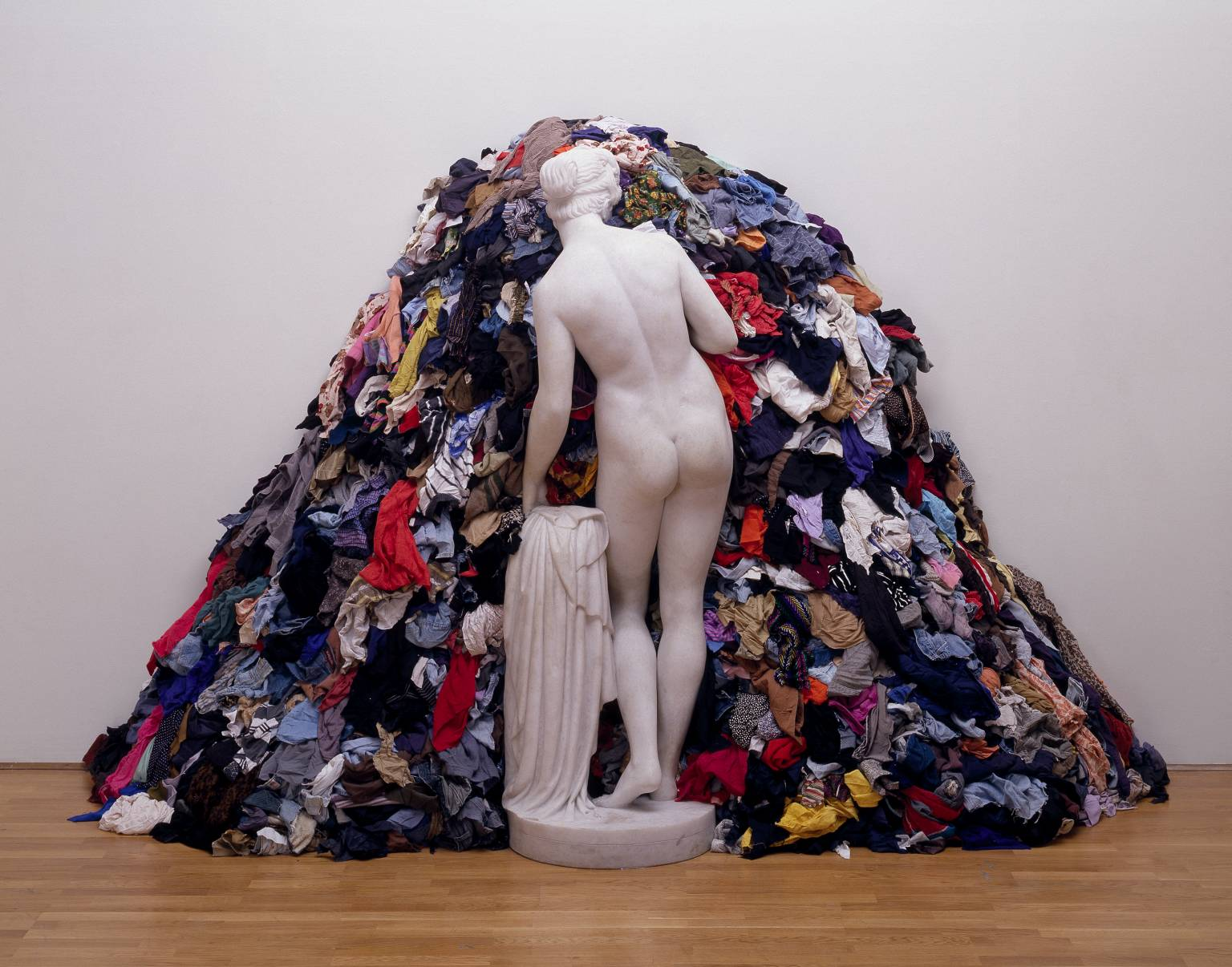 'Venus of the Rags,' 1967, 1974. Michelangelo Pistoletto. Photo © Tate, London, 2017.