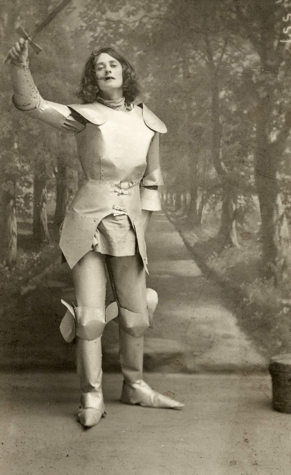 Countess Markievicz as Joan of Arc in suffrage pageant, Photo by Roe McMahon, 1914. Courtesy of the National Library of Ireland.